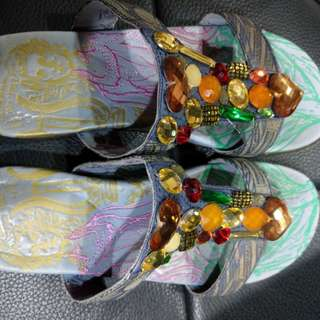 麥肯納寶石低跟涼鞋