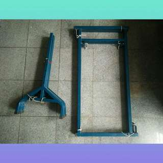 Foldable table/ axle stand