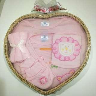 Newborn girl gift set