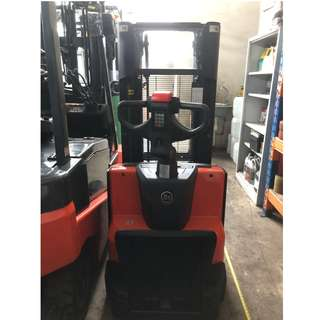 Reconditioned 1 .4 Ton Stacker