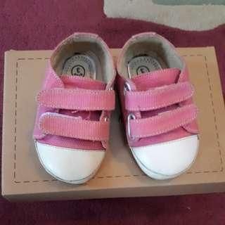 Sepatu 'Hello Mici'