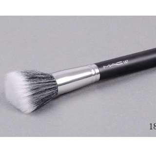 MAC 187 Duo Fiber Face Brush (Stippling Skunk Brush)