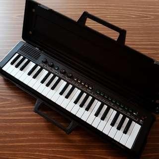 Vintage Yamaha Portable Keyboard (Needs Repairing)