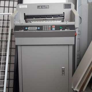 PAPER CUTTER MACHINE (LAMI MASTER) FN460R