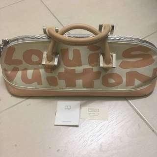 Preloved Louis Vuitton Alma Graffiti Horizontal Bag for Sale..harga keras..pm yg berminat  Material 👉🏻 Graffiti  Main Colour 👉🏻 Biege Made In 👉🏻 🇫🇷 Serial No. 👉🏻 BA0041 Size (mm) 👉🏻