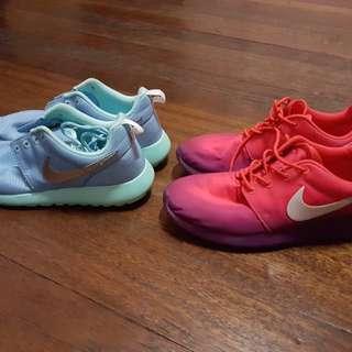 2 Nike Roshe Run for Php 3500