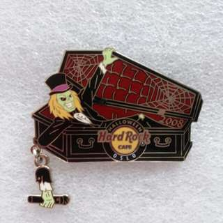Hard Rock Cafe Pins ~ OSLO HOT 2008 HALLOWEEN GREEN FACE ZOMBIE RISING FROM CASKET WITH DANGLING MICROPHONE!