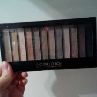 Revolution 12 color eyes shadow