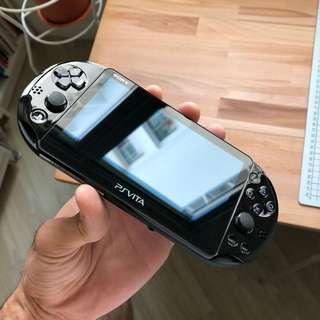 PS Vita + 6 games + 2 memory cards