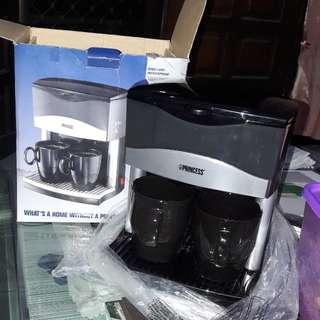 NEW!!. Alat pembuat kopi ada saringan+ 2 gelas kaca. Blm pernah pakai sama skali masih baru gress .