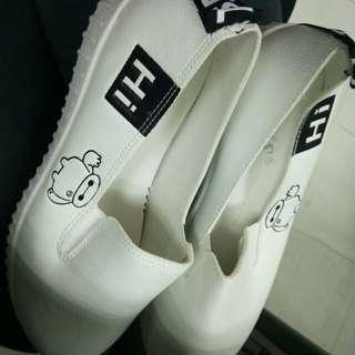 White Shoes (Slip on)