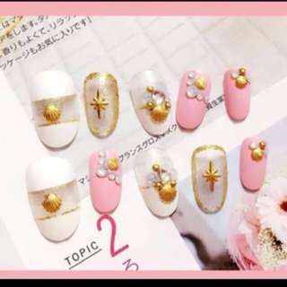 Pinkish shell golden Christmas fake nail tips