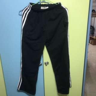 三條線運動褲(黑色)