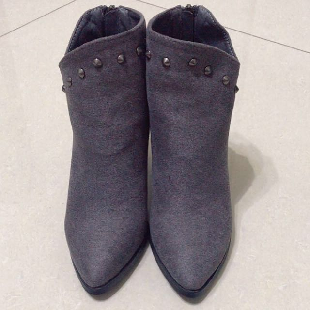 ❄️秋冬款尖頭卯釘短靴37號❤️