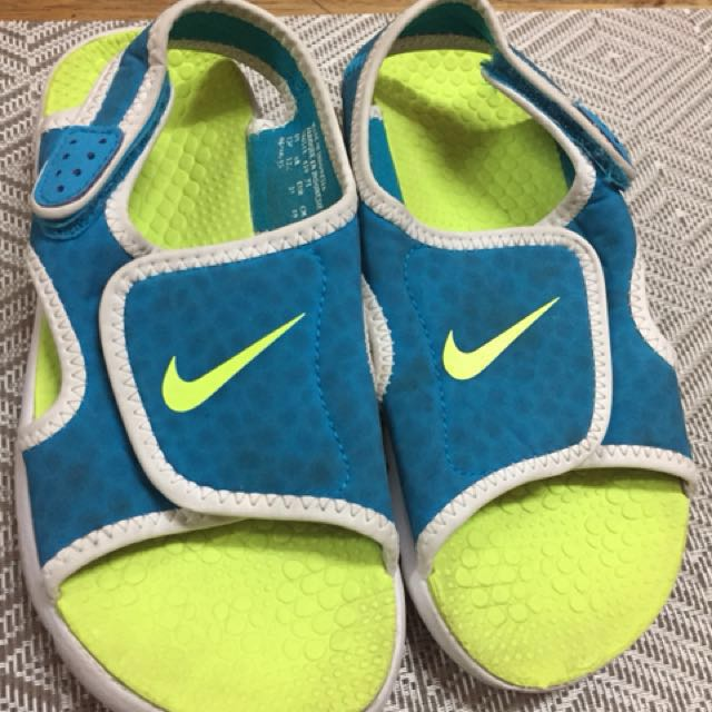 "authentic nike sandals ""idealy 4-5 yrs old but depending on the foot size"""