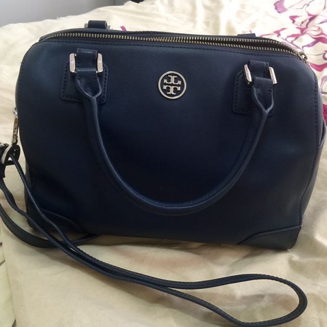 1460eea5a25 Authentic Tory Burch Robinson Middy Satchel   price reduced ...