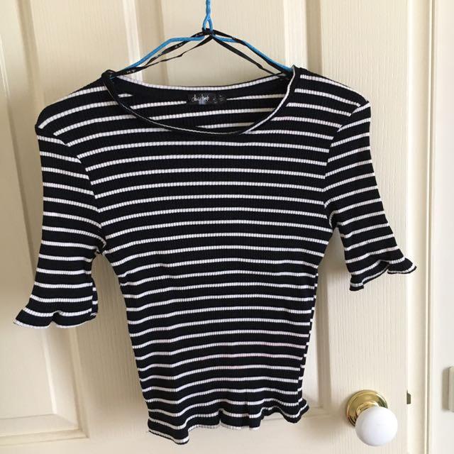 Black/white crop shirt