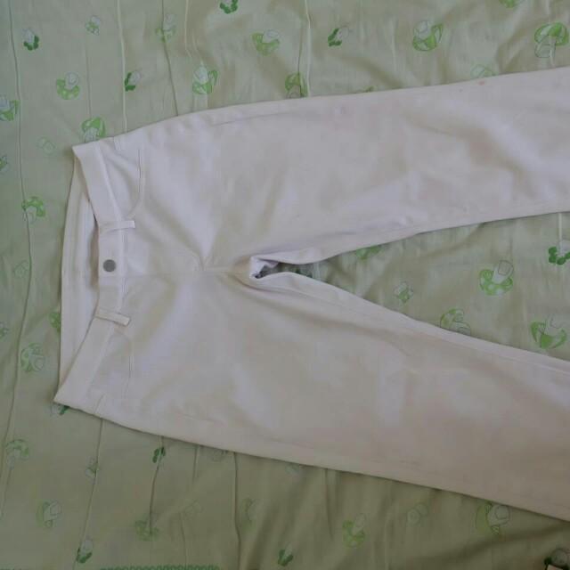 Celana putih uniqlo / white pants