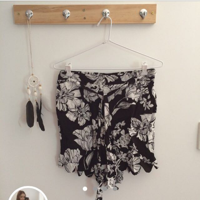 Floral shorts with belt