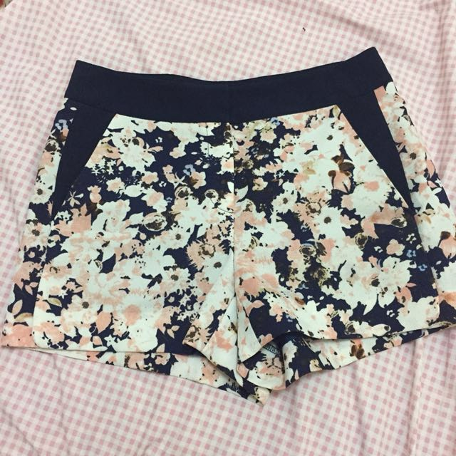 Floral shorts with side pockets