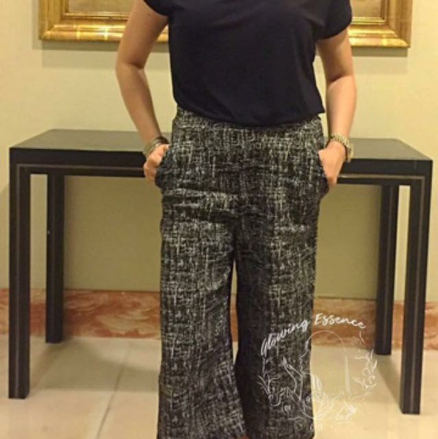 Free shipping! New Black with prints culottes