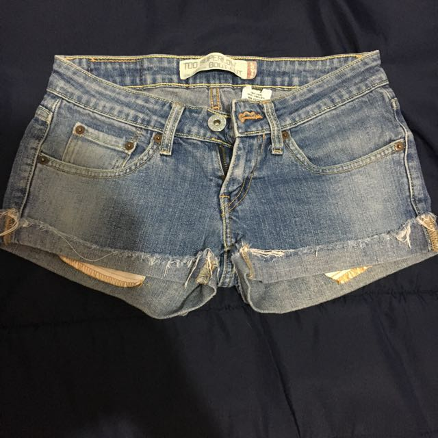 Levis low waisted shorts