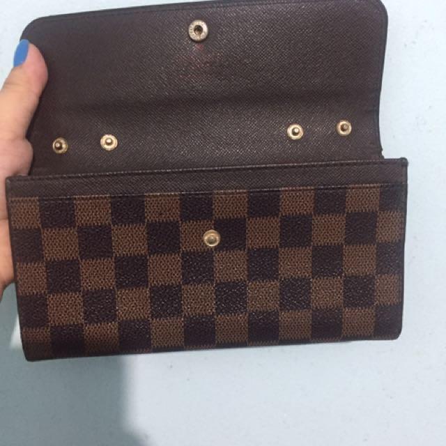 LV wallet from dubai