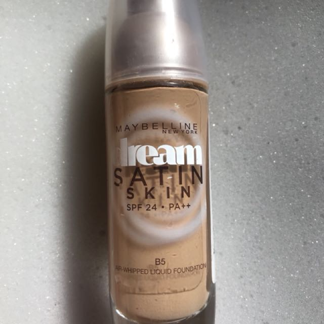 Maybelline Dream Satin Foundation B5
