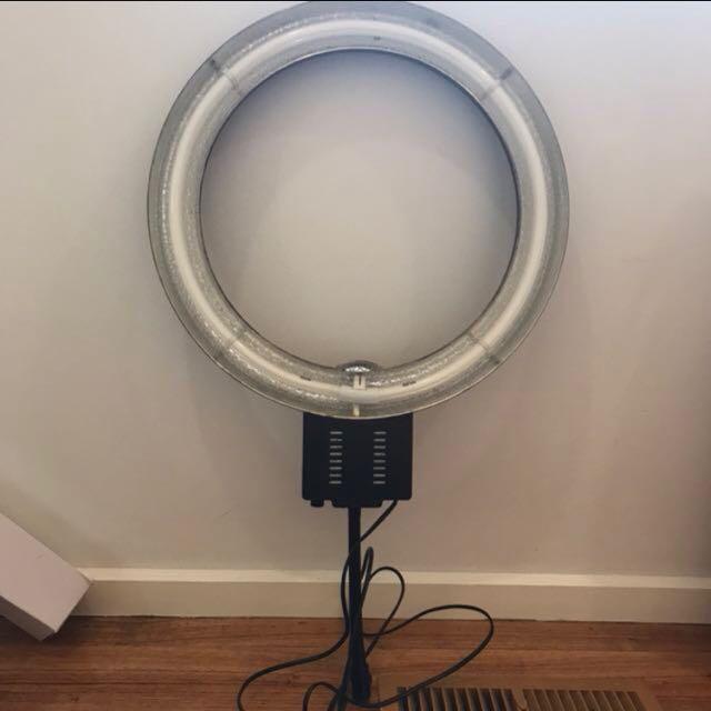 (PRICE REDUCED) LightPro Large Ring Light