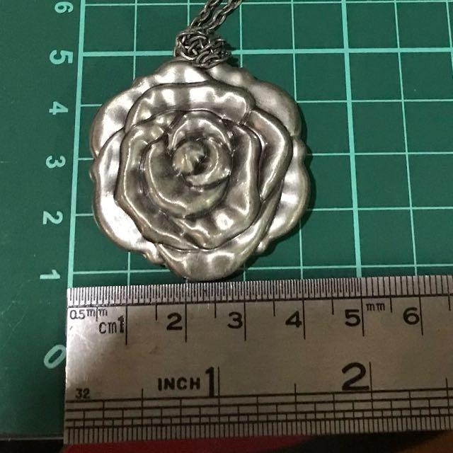 Roxy Rose 🌹 Necklace