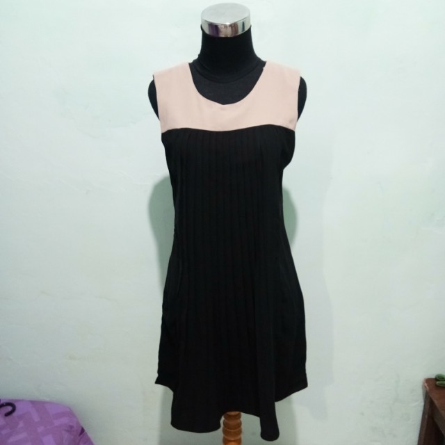 Ruffles mini dress