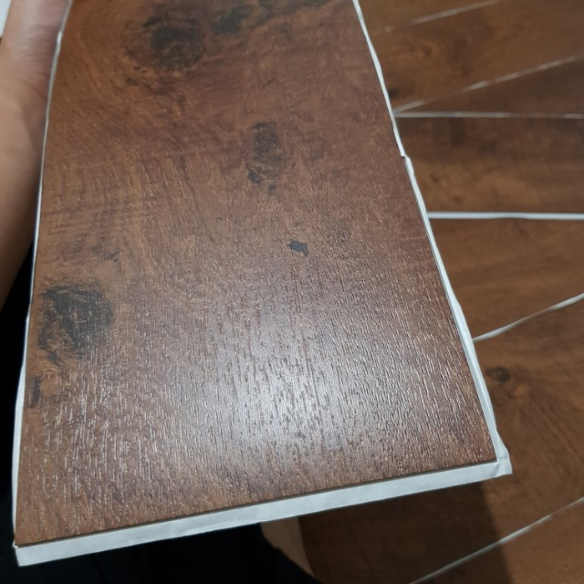Self-stick vinyl plank(24 planks per box)