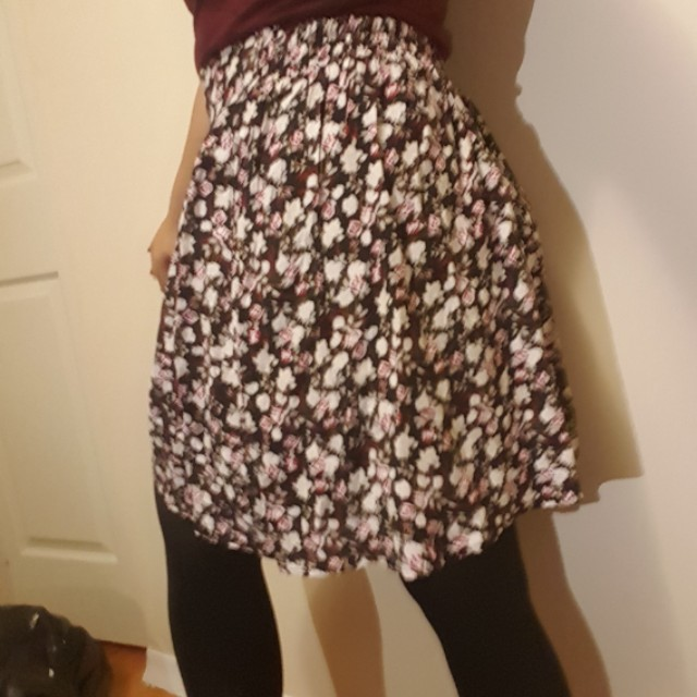 Skirt with tag on