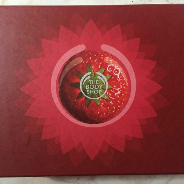 The Body Shop Gift Box Trio Strawberry