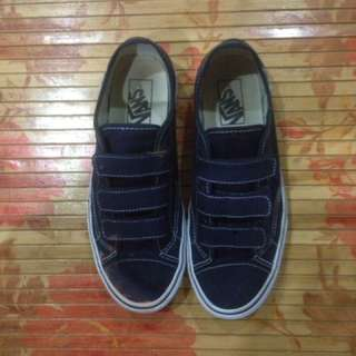 Vans Canvas Style 23 V Shoe