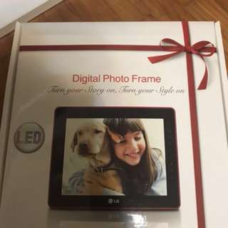 LG Digital Photo Frame f7010