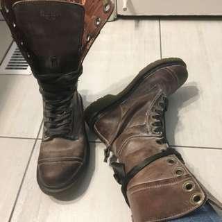 Doc Martens Boots - SIZE 9