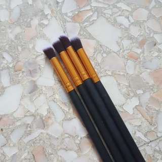 Small buffing brushes