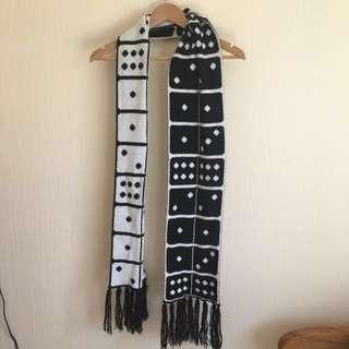 Domino scarf