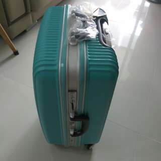 8 wheels luggage bag