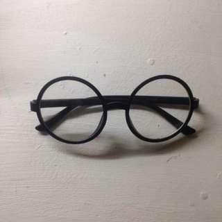 Round Eyeglasses / Eyewear