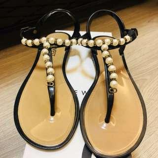 nine west 貴氣百搭珍珠款涼鞋