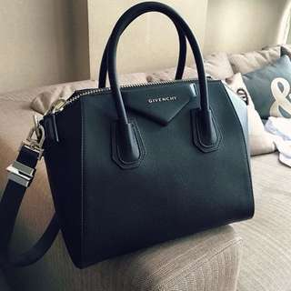 Givenchy Antigona Handbag in grained leather in Black with Silver hardware