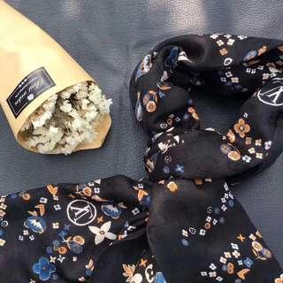 Louis Vuitton Beautiful scarf