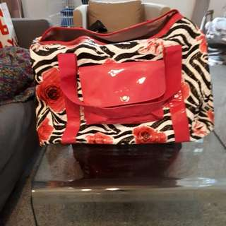 """Avon luggage bag length 18""""inch ,height 15"""" inch and breadth 10""""inch still in good condition 10/10"""