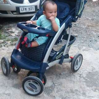 Selling Gian Stroller With complete seatbelts