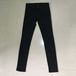 UNIQLO Skinny Jeans Fit Tapered in Black