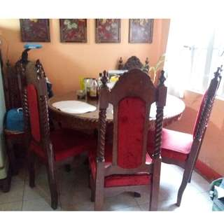 Dining table with free 5 pcs. of dining chairs.