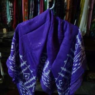 Kerudung ungu bermotif