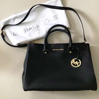 Authentic pre-owned Micheal Kors Bag